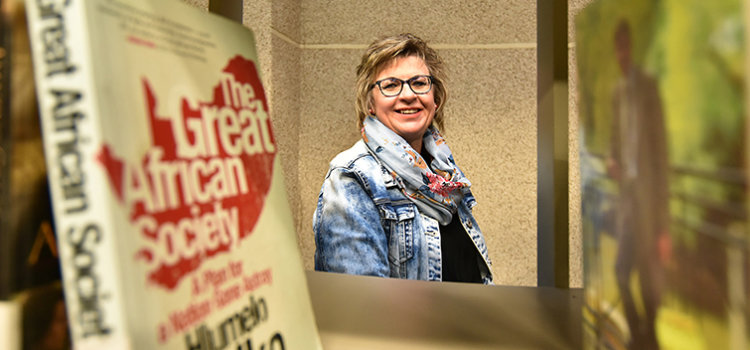 Librarian Ronet Vrey invests in students' academic journeys